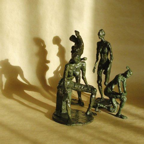 4 bronzes